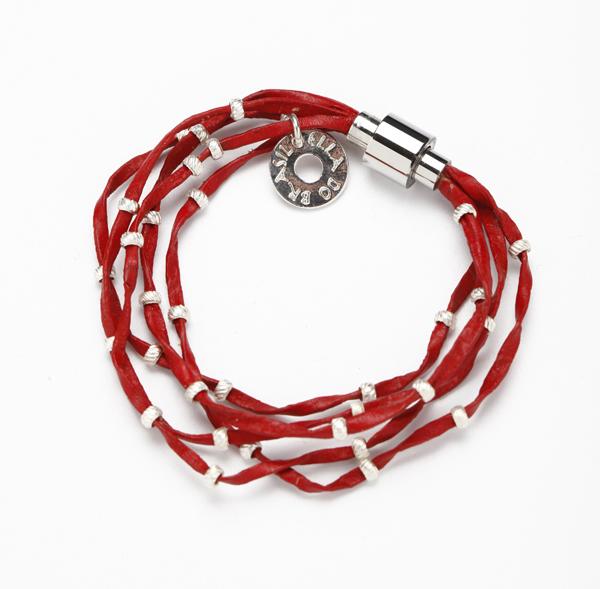 Bracelet Tribal : pratique avec son fermoir aimanté en acier
