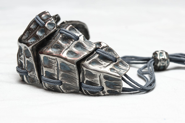 Grand bracelet en patine vert-de-gris