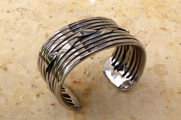 Bracelet en inox issu d'une forge