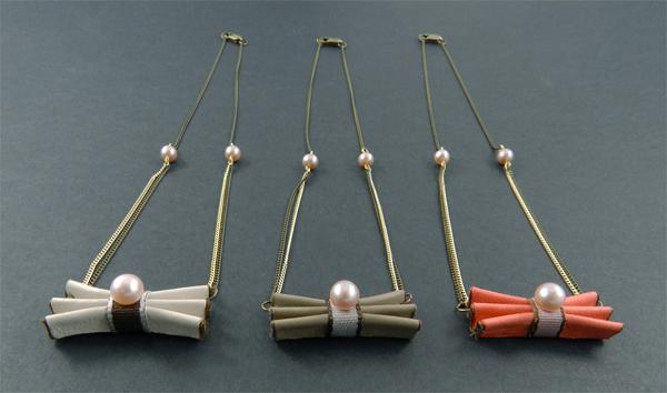 Collier cuir et perle d'eau douce